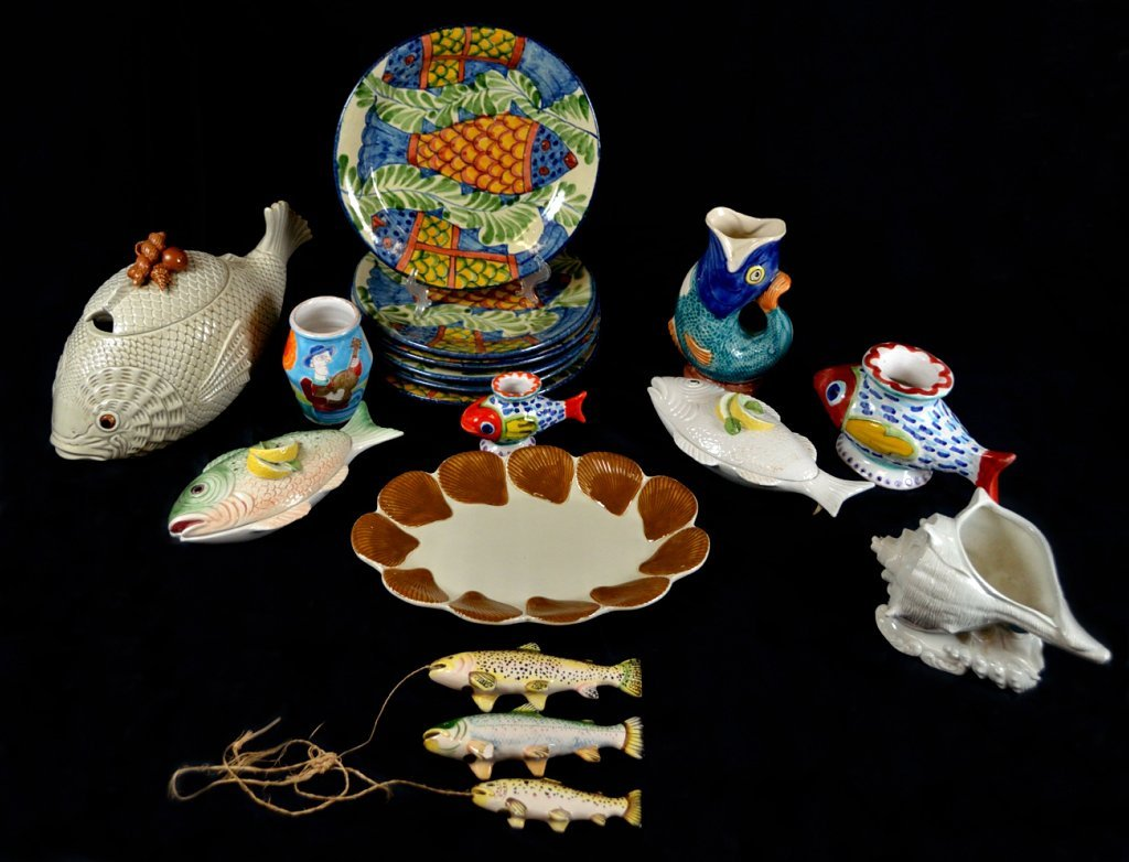 8: 16 PIECE GROUP OF FISH RELATED POTTERY INCLUDING DES