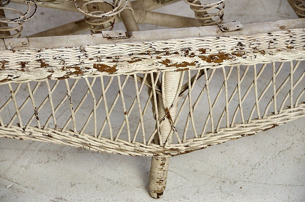30: ANTIQUE PAINTED WICKER DAYBED - 2