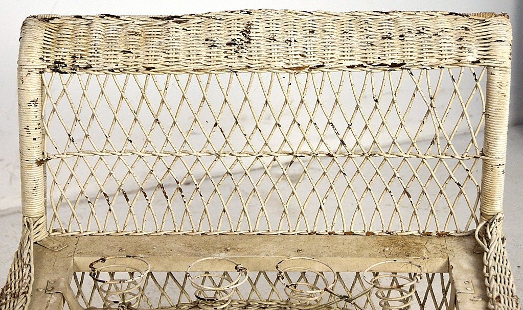 30: ANTIQUE PAINTED WICKER DAYBED - 3