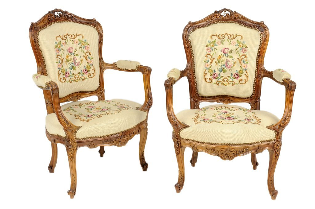 220: AN ANTIQUE PAIR OF CARVED WALNUT LOUIS XV ROCOCO S