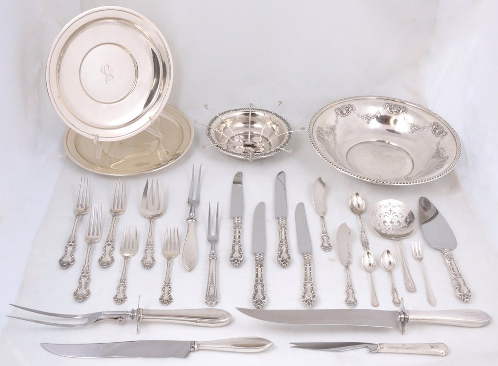 16: A MIXED GROUP OF STERLING SILVER TABLEWARE