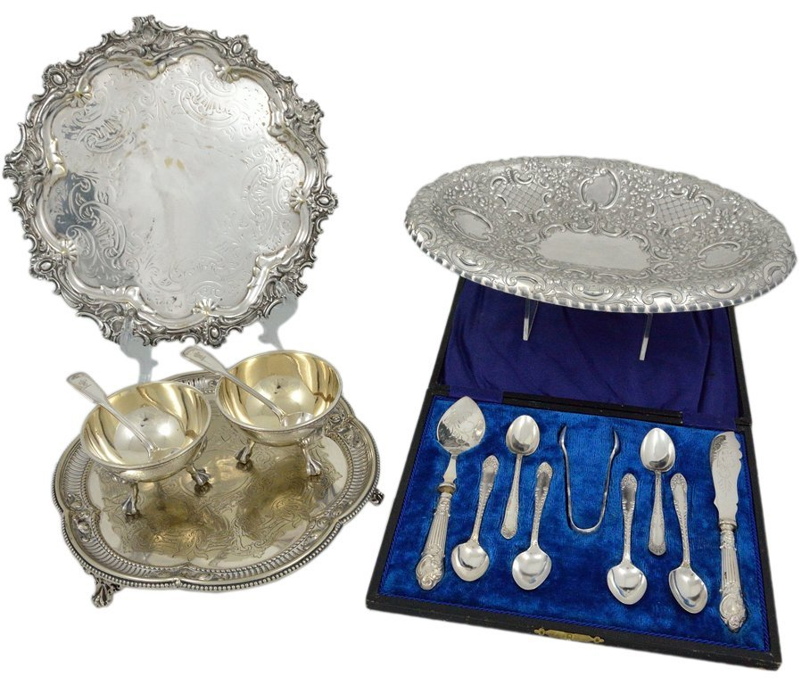 23: A GROUP OF ANTIQUE VICTORIAN SILVERPLATE TABLEWARE