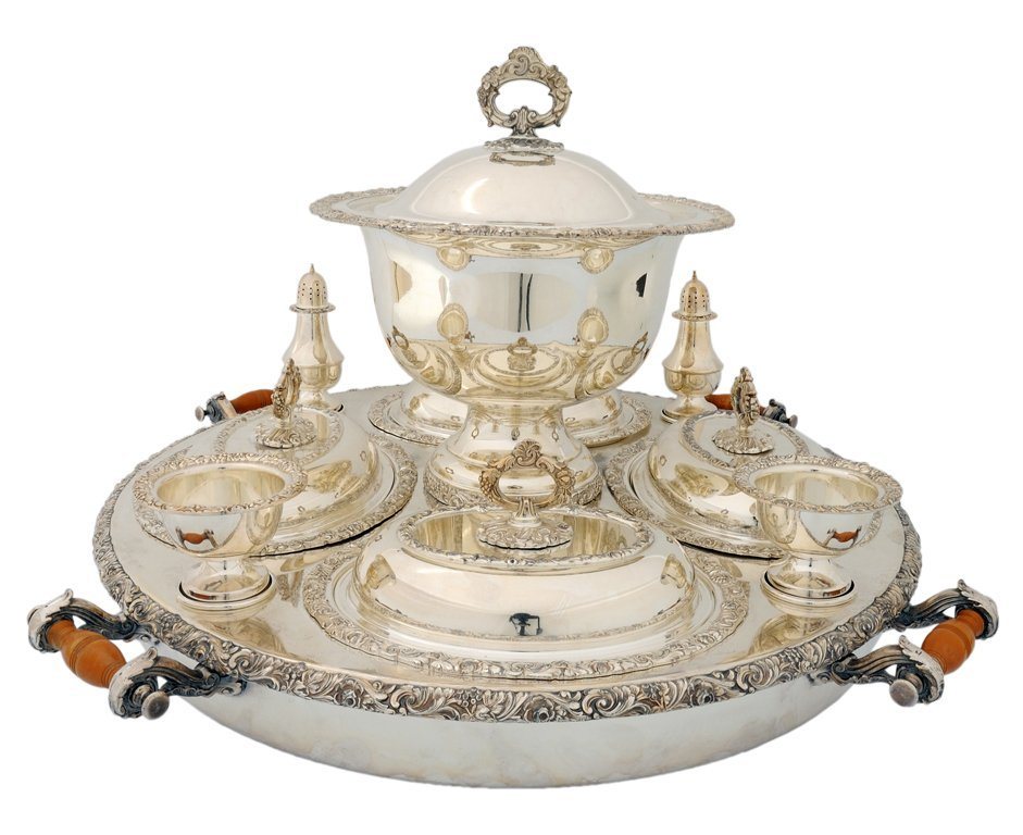 6: A LARGE SILVER PLATED SERVING CENTERPIECE WITH FITTI
