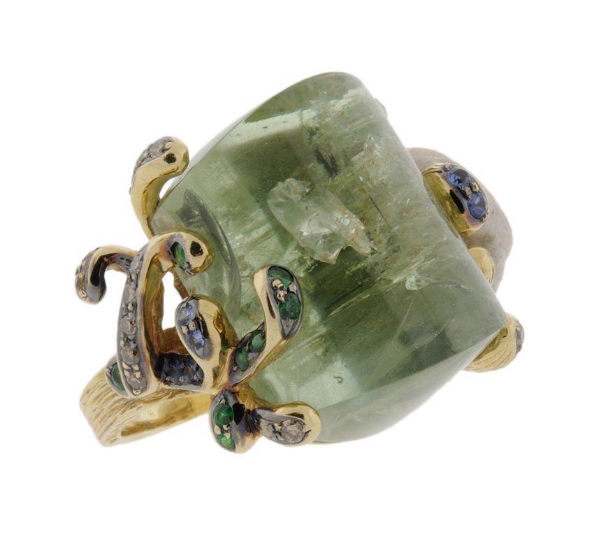 15: A LADIES 18K YELLOW GOLD, GREEN BERYL AND COLORED D