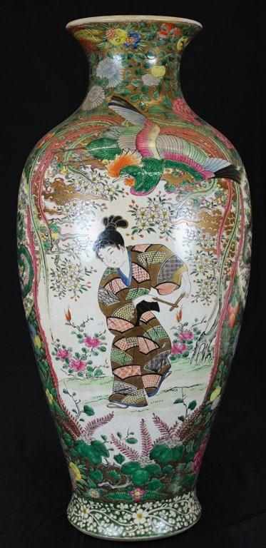 1: ANTIQUE CHINESE FAMILLE ROSE VASE