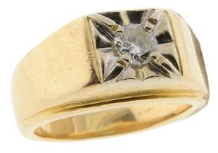 A MAN'S 14K YELLOW AND WHITE GOLD DIAMOND RING