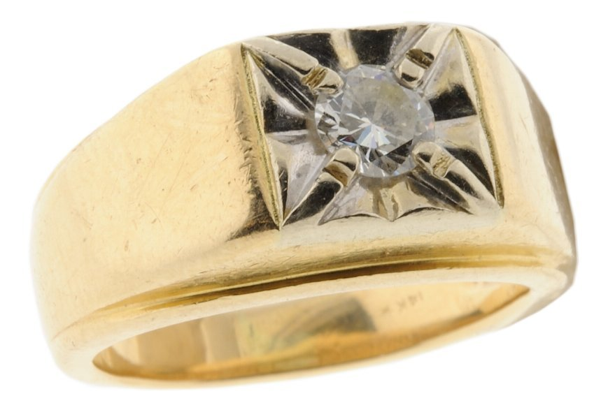 15: A MAN'S 14K YELLOW AND WHITE GOLD DIAMOND RING