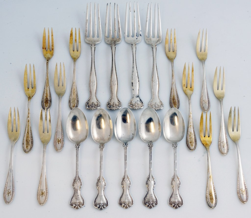 9: A MISCELLANEOUS LOT OF STERLING SILVER FORKS AND SPO