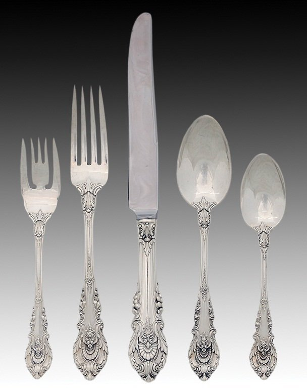 7: 65 PIECES SET OF WALLACE STERLING SILVER FLATWARE AN