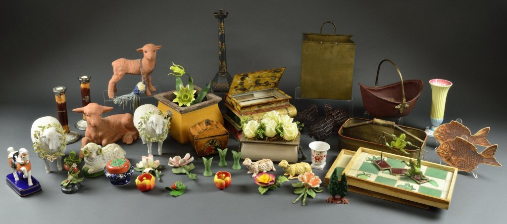 2: GROUP OF DECORATIVE ITEMS