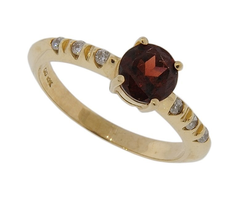 23: 10KT GOLD GARNET AND DIAMOND RING