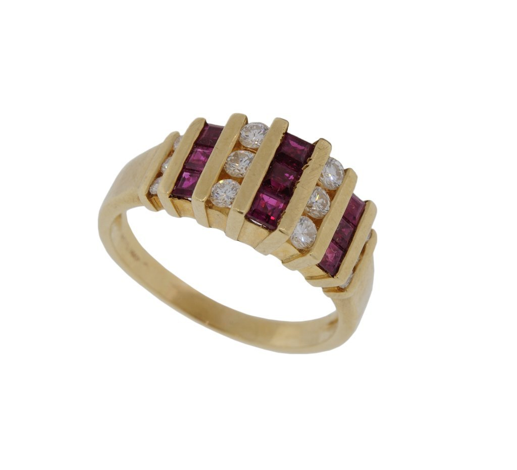 28: 14KT DIAMOND AND RUBY BAND