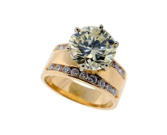 67: A 14K YELLOW GOLD AND DIAMOND ENGAGEMENT RING Very