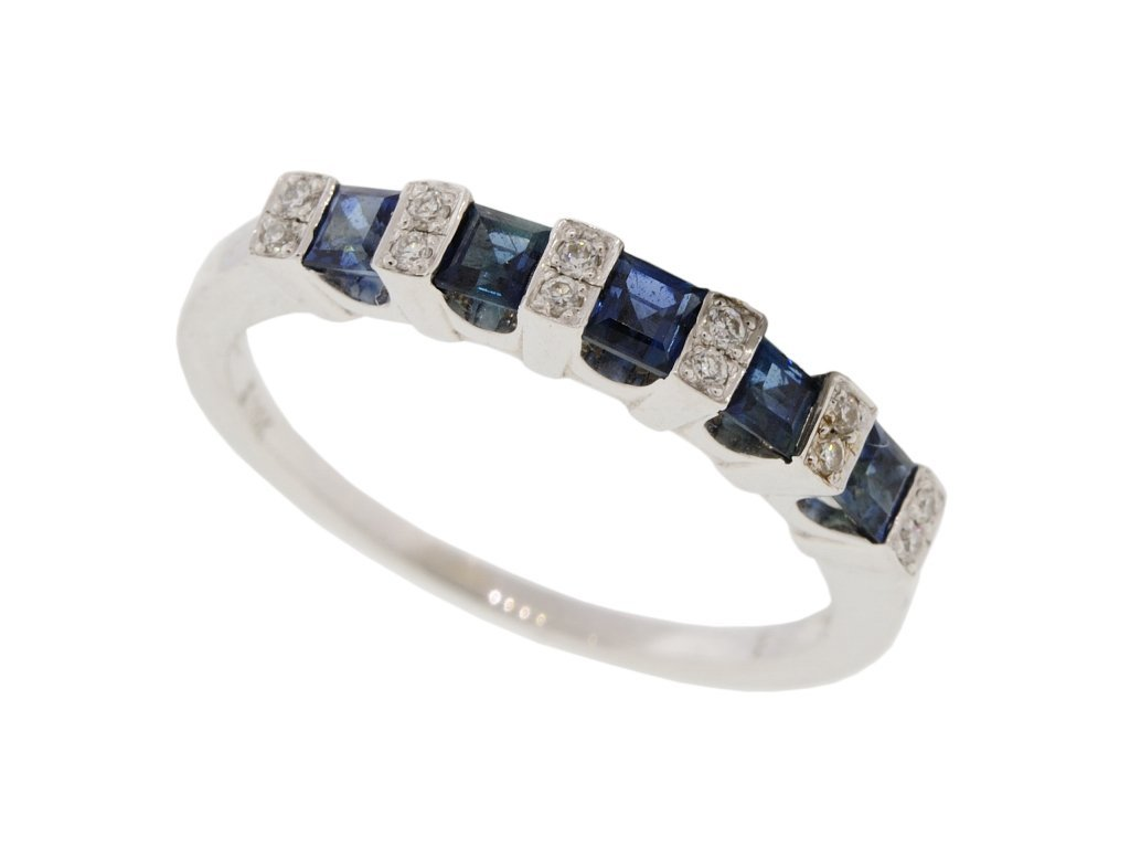 8: 14KT WHITE GOLD DIAMOND AND SAPPHIRE BAND RING