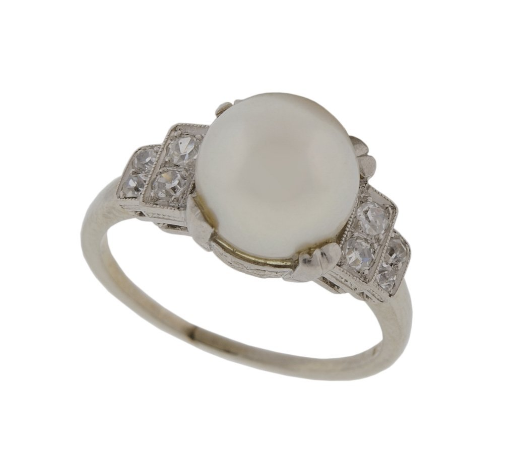 18: 14KT WHITE GOLD PEARL AND DIAMOND RING