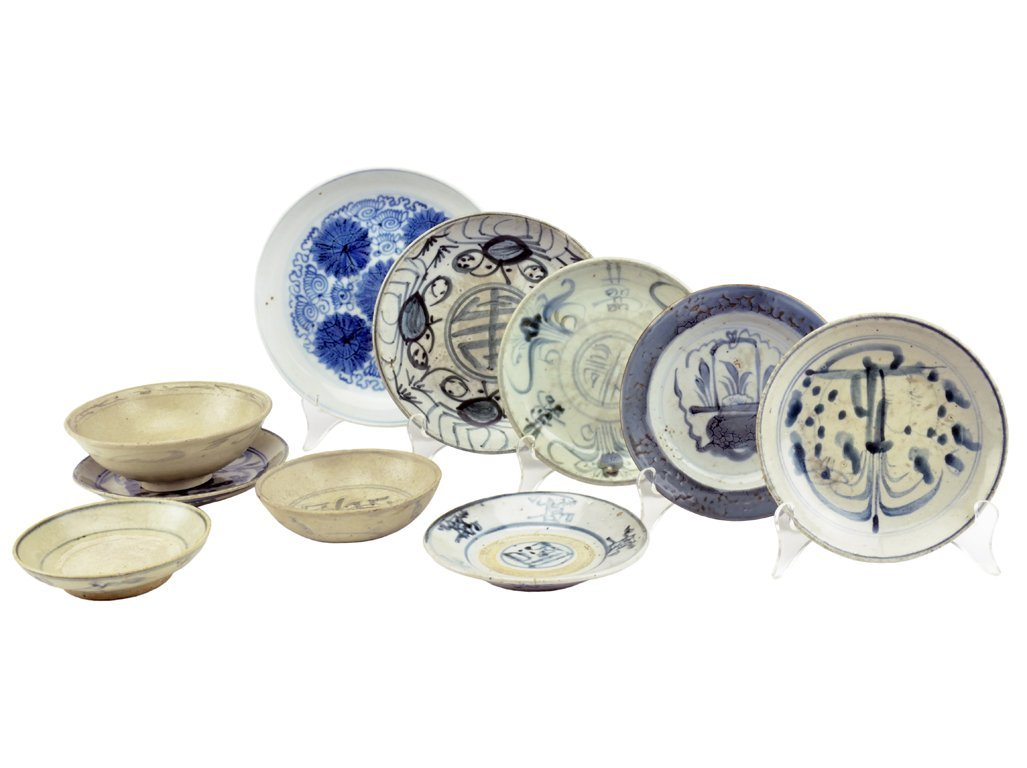 15: A LOT OF TEN MING AND QING DYNASTY CHINESE PORCELAI
