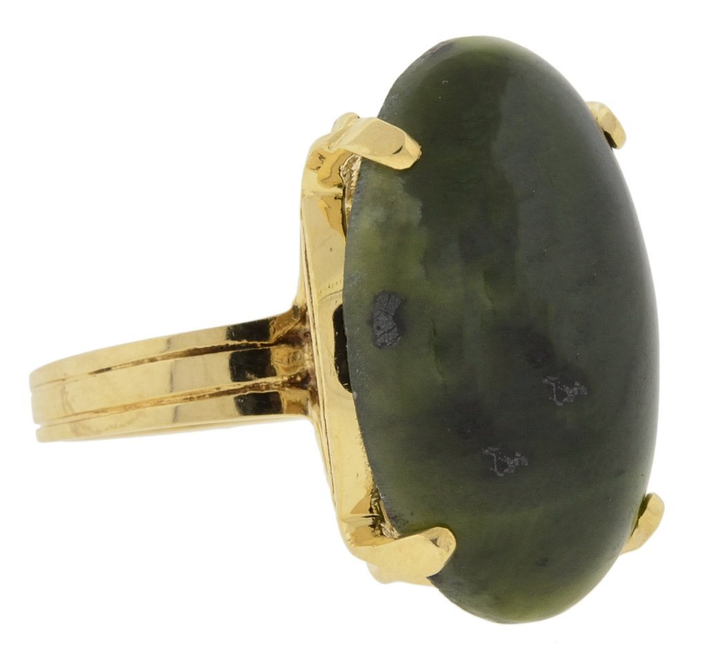 5: 14KT YELLOW GOLD AND JADE RING Ring size: 7 1/2