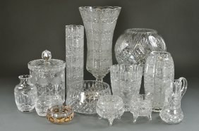 5: A GROUPING OF VINTAGE CRYSTAL AND GLASS