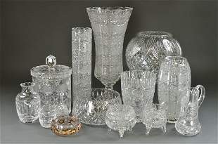 A GROUPING OF VINTAGE CRYSTAL AND GLASS