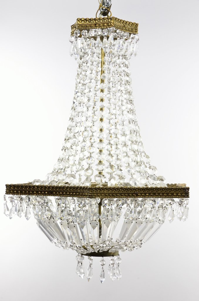 7: A VINTAGE THREE LIGHT EMPIRE STYLE CHANDELIER