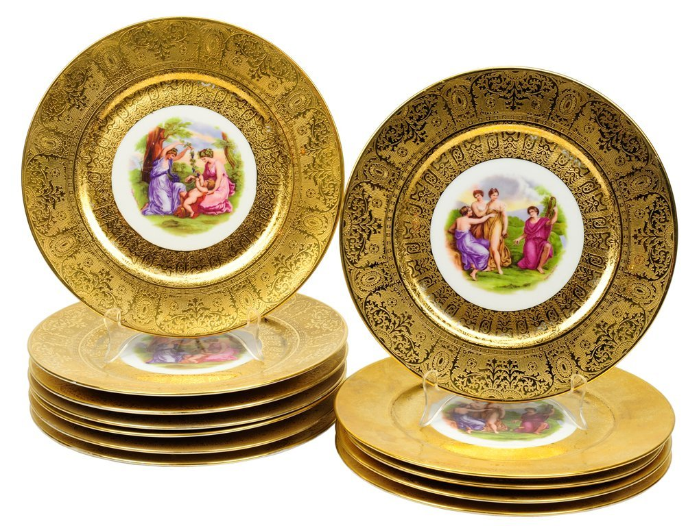 7: A GROUP OF TWELVE ROYAL CHINA PLATES DECORATED BY AN