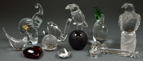 A GROUPING OF CRYSTAL FIGURINES AND PAPERWEIGHTS