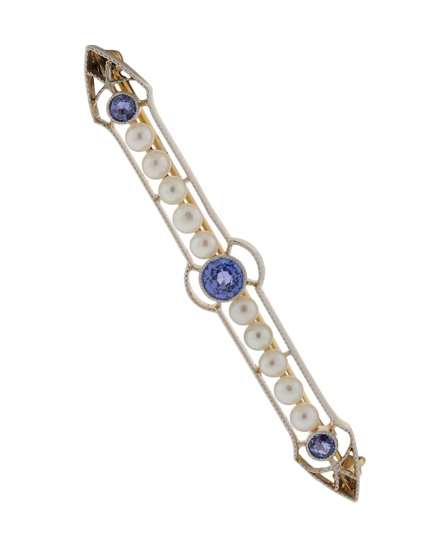 A 14KT VICTORIAN STYLE IOLITE AND PEARL BAR PIN Very go