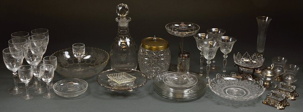 A LOT OF 37 PIECES OF VINTAGE AND ANTIQUE CRYSTAL AND G