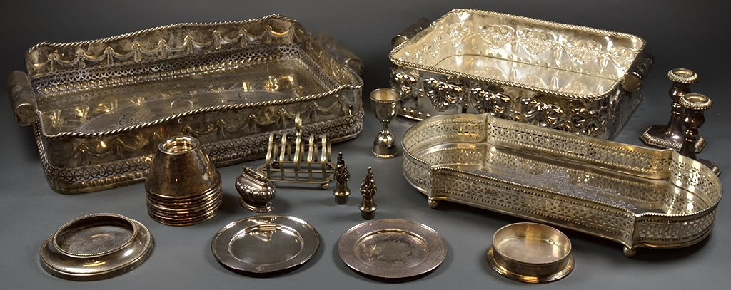 A GROUP OF 24 PIECES OF VINTAGE SILVER PLATE