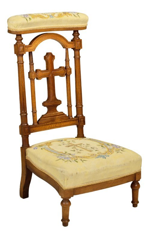 AN ANTIQUE FRENCH VICTORIAN PRIE DIEU PRAYER CHAIR