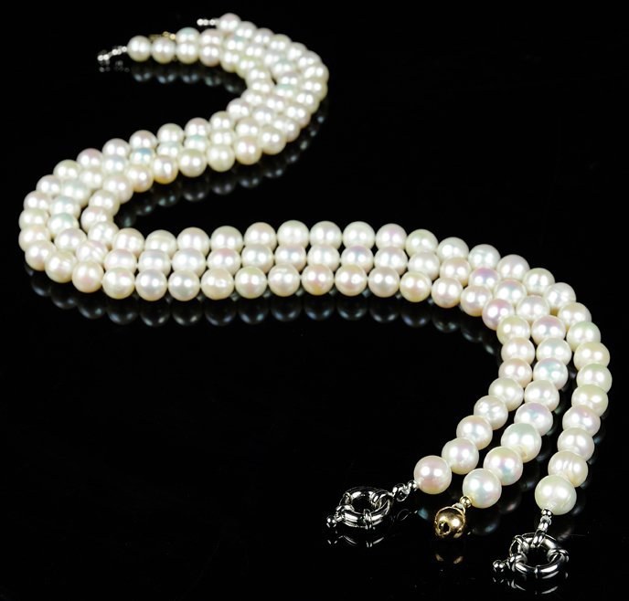 A GROUP OF THREE WHITE CHINESE FRESH WATER PEARL NECKLA