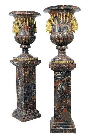 A PAIR OF NEOCLASSICAL STYLE VARIEGATED MARBLE URNS WIT