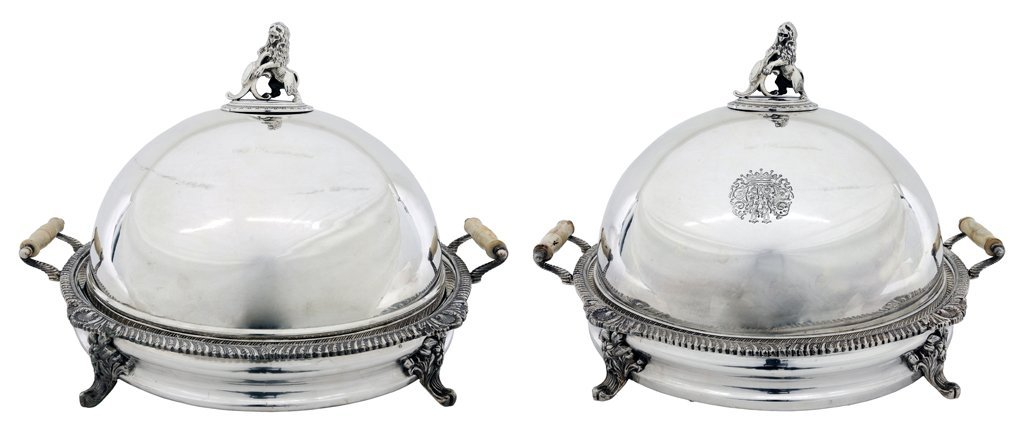 A PAIR OF GEORGE III STYLE SILVER PLATED CIRCULAR FOOD