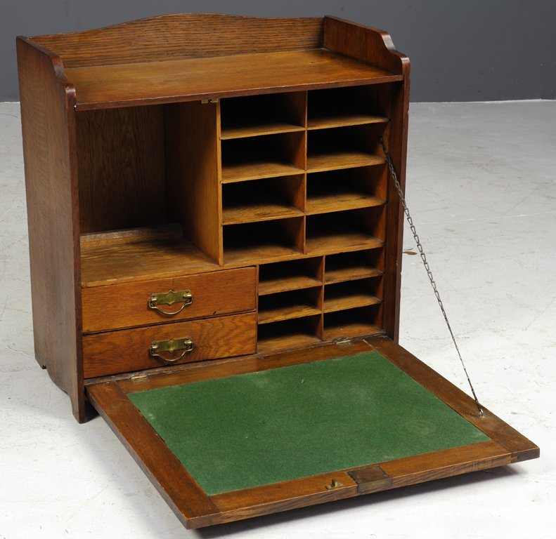 AN ANTIQUE TRAVELING SECRETARY FLIP TOP OAK WRITING DES