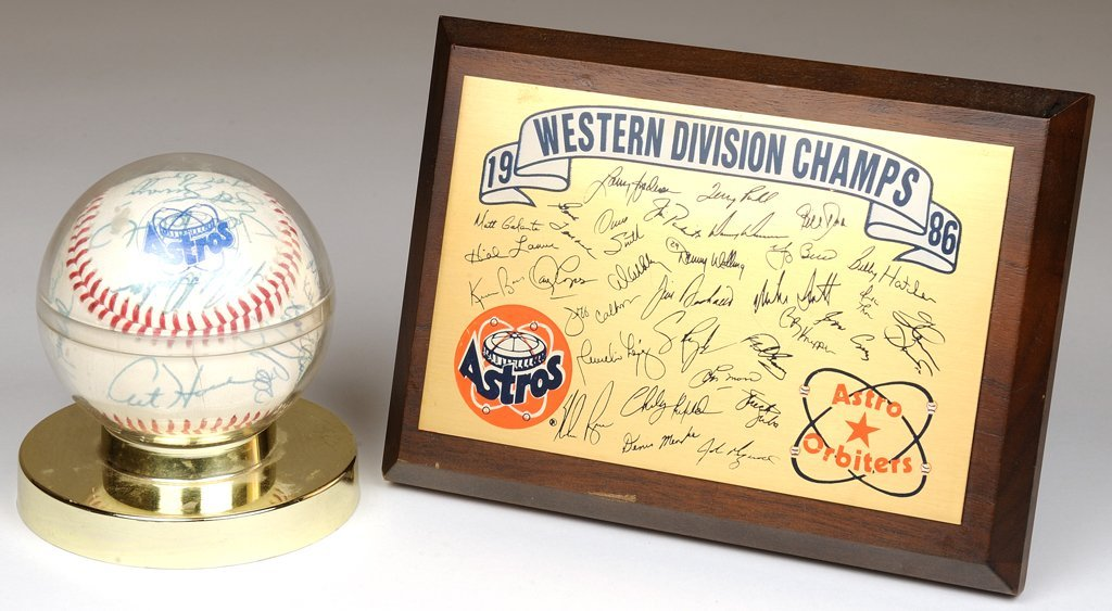 A VINTAGE ASTROS TEAM SIGNED BASEBALL AND PLAQUE