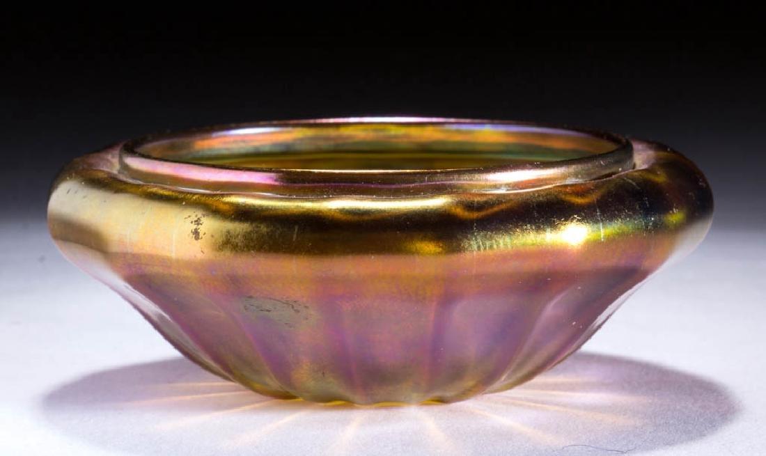 QUEZAL ART GLASS OPEN SALT