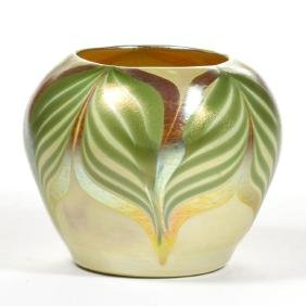 QUEZAL ATTRIBUTED PULLED FEATHER ART GLASS VASE