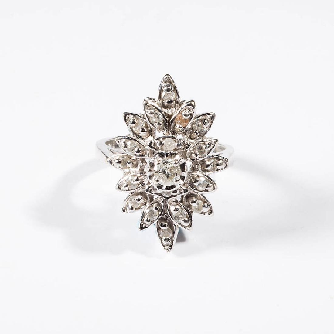 VINTAGE LADY'S 14K GOLD AND DIAMOND CLUSTER RING