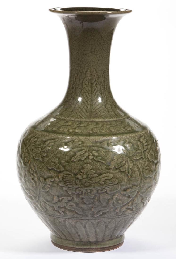 CHINESE GREEN CELADON CERAMIC VASE