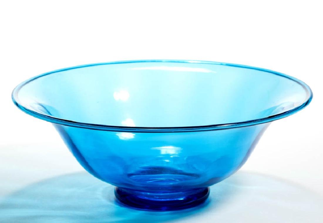 STEUBEN ATTRIBUTED CELESTE BLUE ART GLASS CENTERPIECE