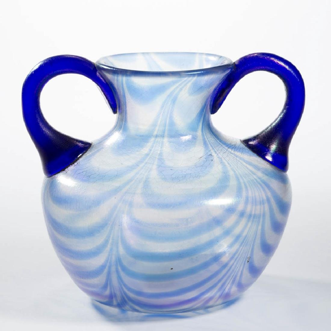 IMPERIAL ATTRIBUTED FREE-HAND LOOPS ART GLASS VASE