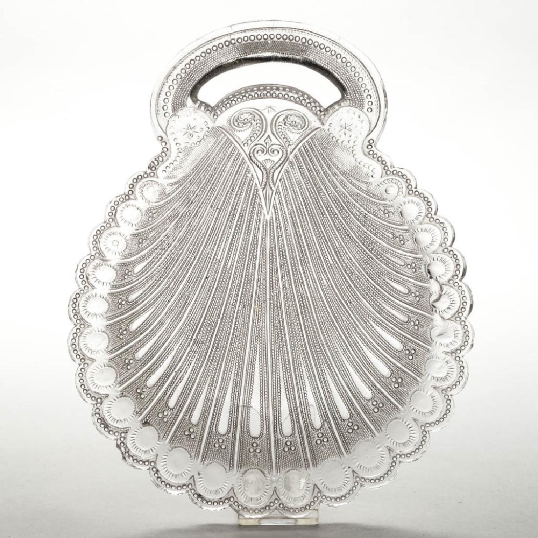 PRESSED LACY PEACOCK EYE SHELL-SHAPED DISH WITH OPEN