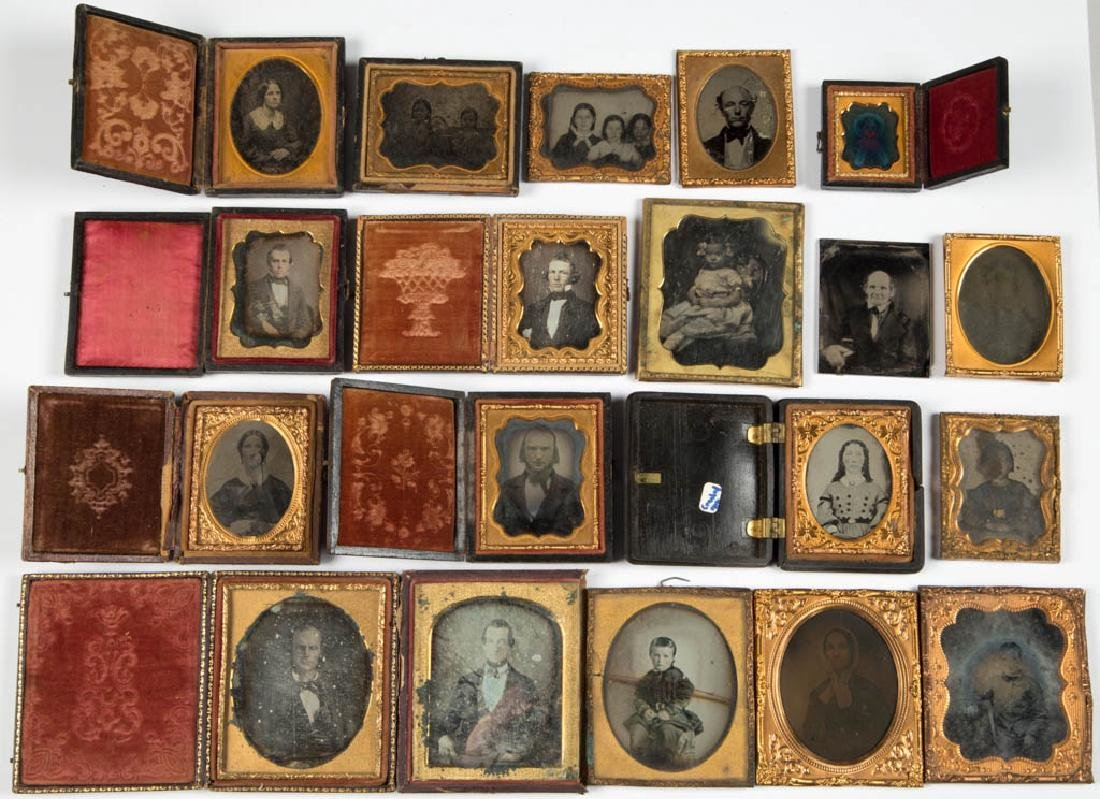 ASSORTED PHOTOGRAPHIC IMAGES, LOT OF 19