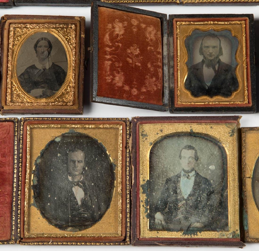 ASSORTED PHOTOGRAPHIC IMAGES, LOT OF 19 - 4