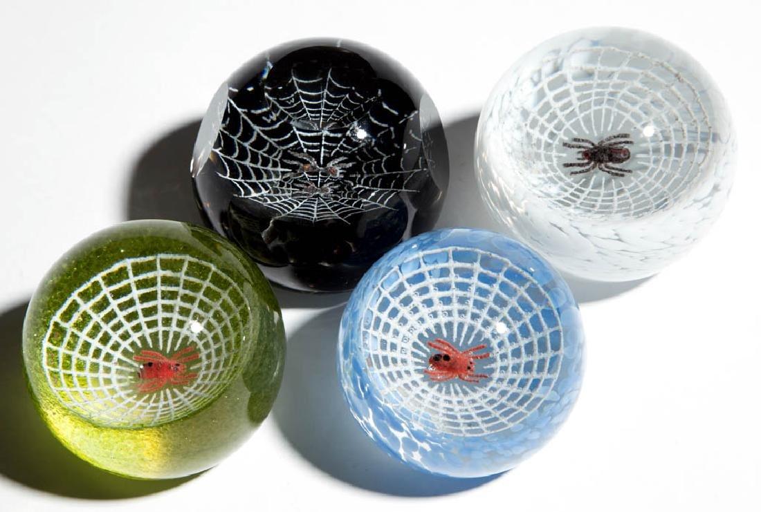 WILKERSON STUDIO ART GLASS SPIDER PAPERWEIGHTS, LOT OF