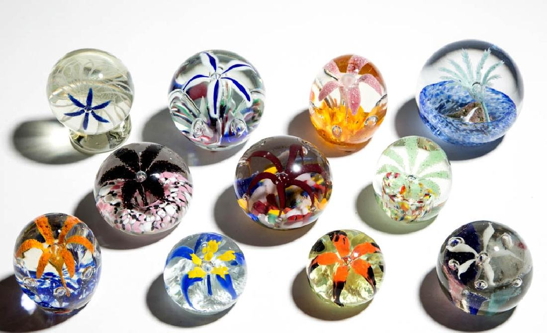 ASSORTED SPIDER FLOWER PAPERWEIGHTS, LOT OF 11