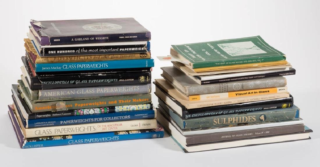 ASSORTED PAPERWEIGHT AND RELATED REFERENCE VOLUMES, LOT
