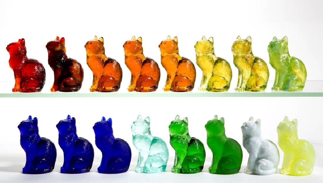 MOSSER SITTING CAT GLASS FIGURES, LOT OF 16