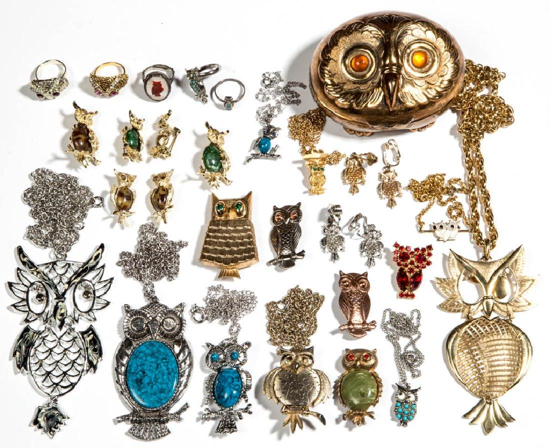 ASSORTED VINTAGE COSTUME JEWELRY, LOT OF 30