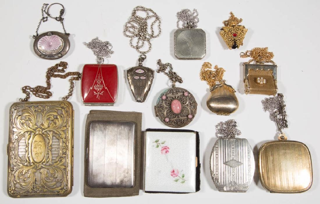 ASSORTED ANTIQUE / VINTAGE COSTUME JEWELRY ARTICLES,